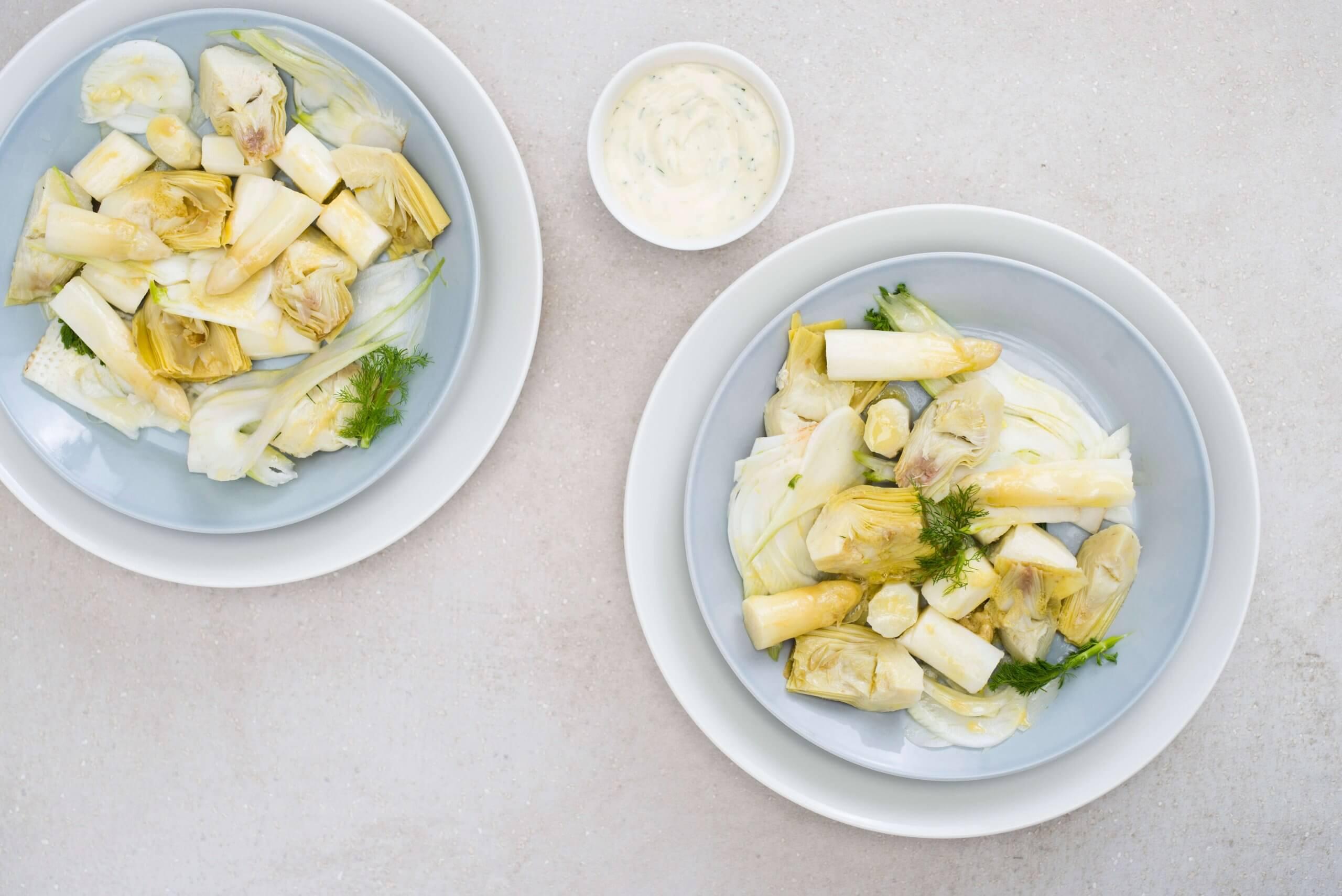 Salade van artisjok, asperges en venkel met limoenmayonaise