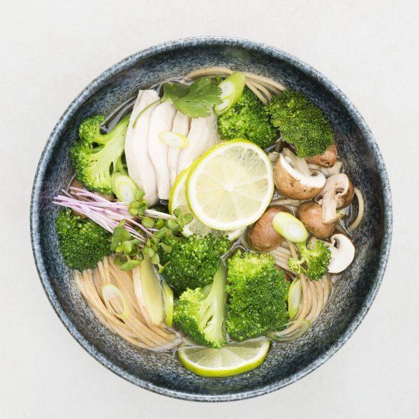 Oosterse soep met kip en champignons