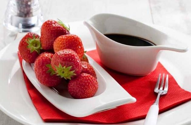Aardbeien met aceto balsamico