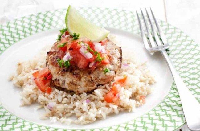 Verse tonijnburgers met tomatensalsa