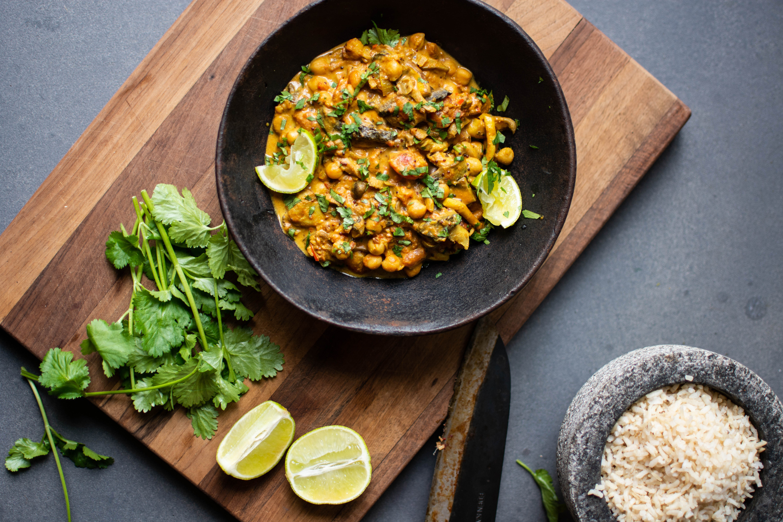 Paddenstoelen curry met kikkererwten en spinazie