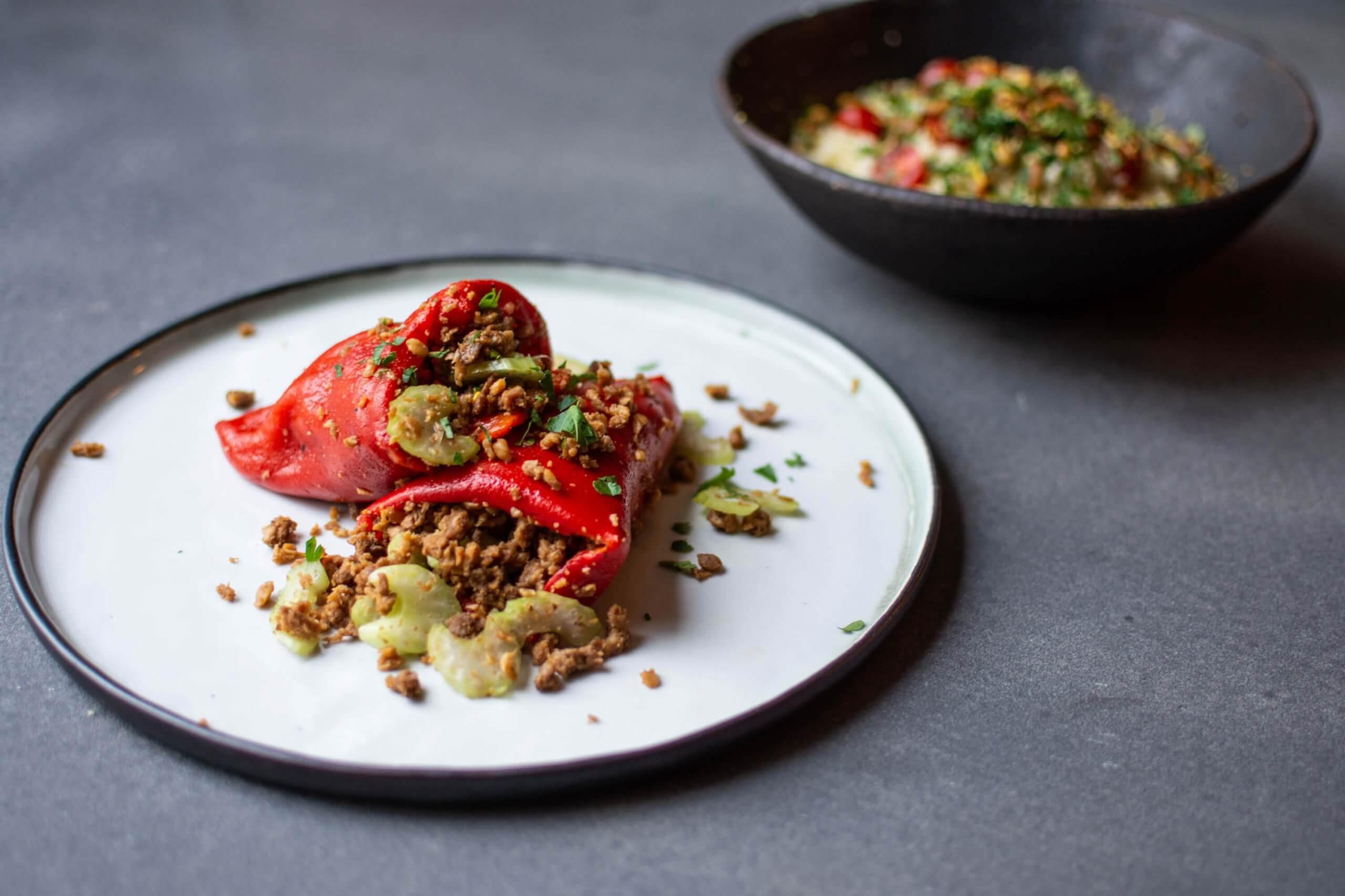 Gevulde puntpaprika's met vegetarisch gehakt en couscous