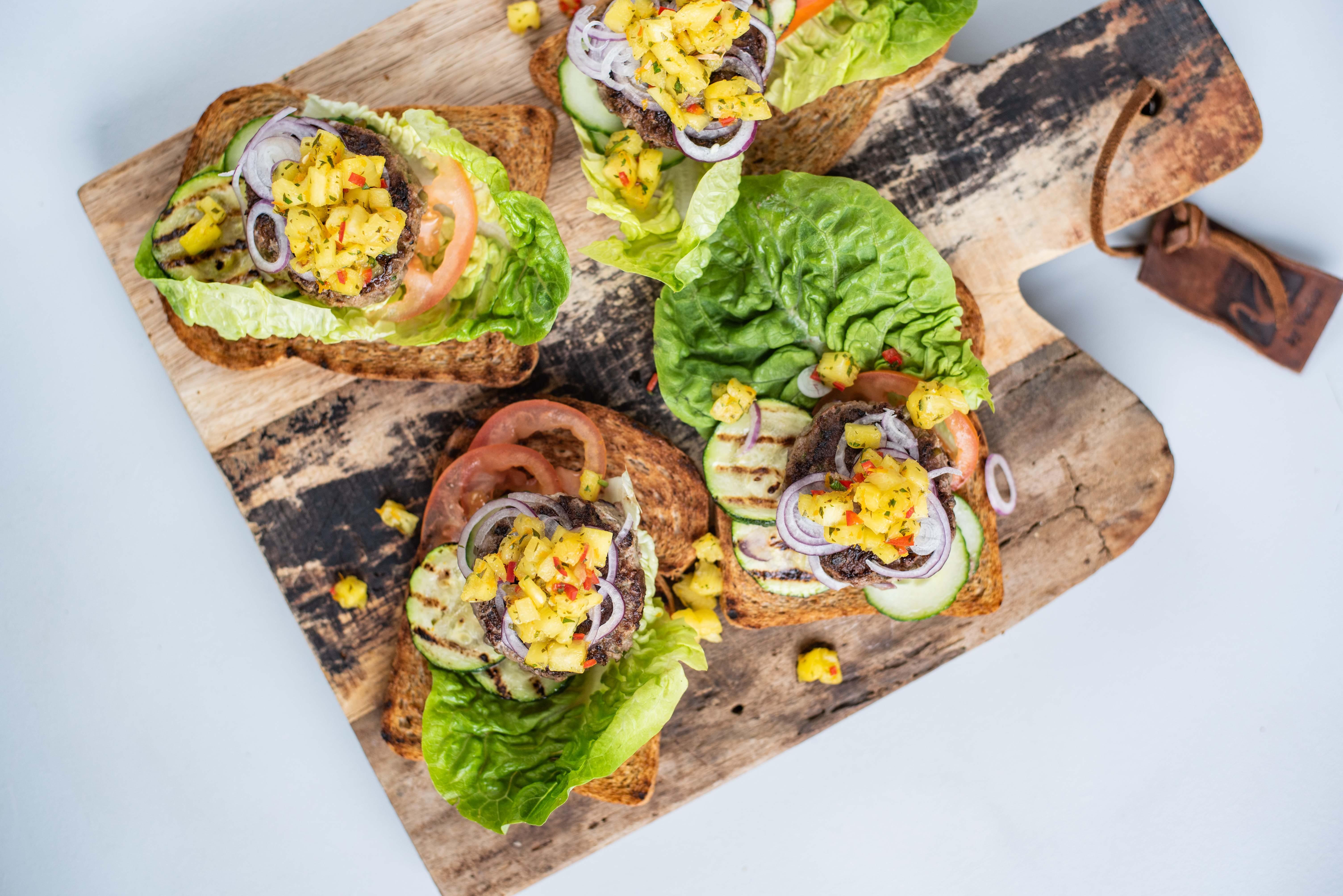 Tartaarburgers met ananassalsa