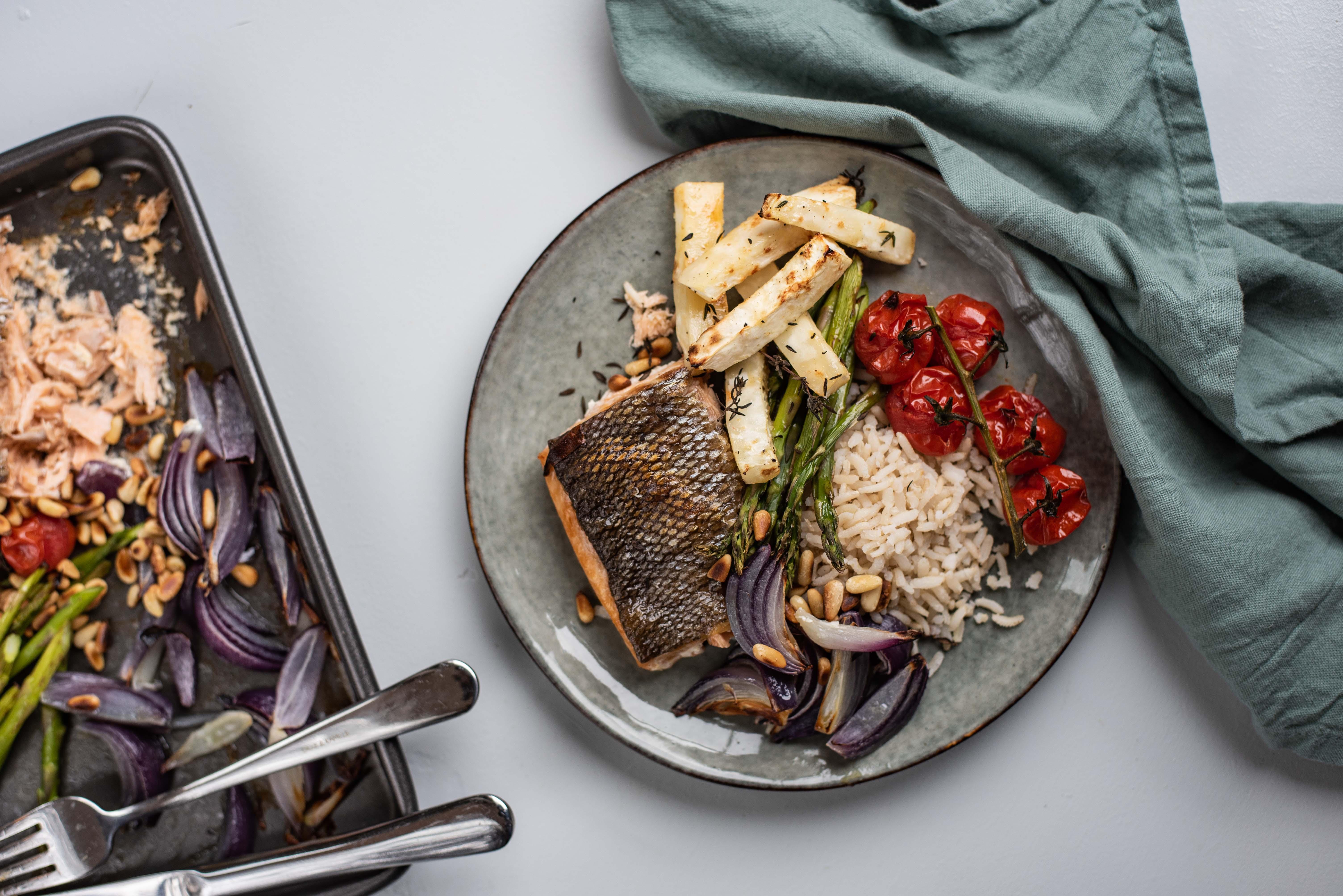 Traybake met zalm en groenten