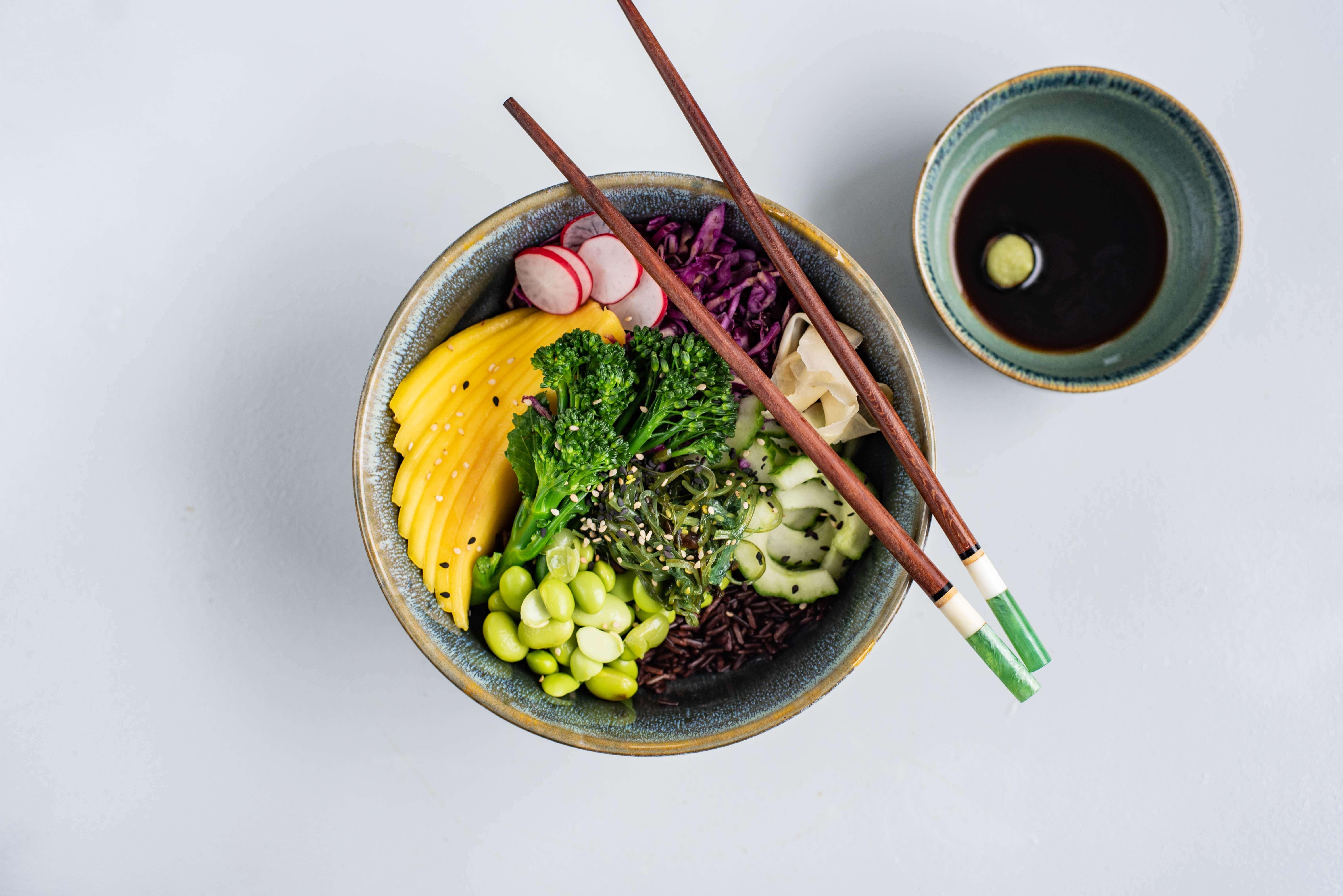 Sushi in een kommetje