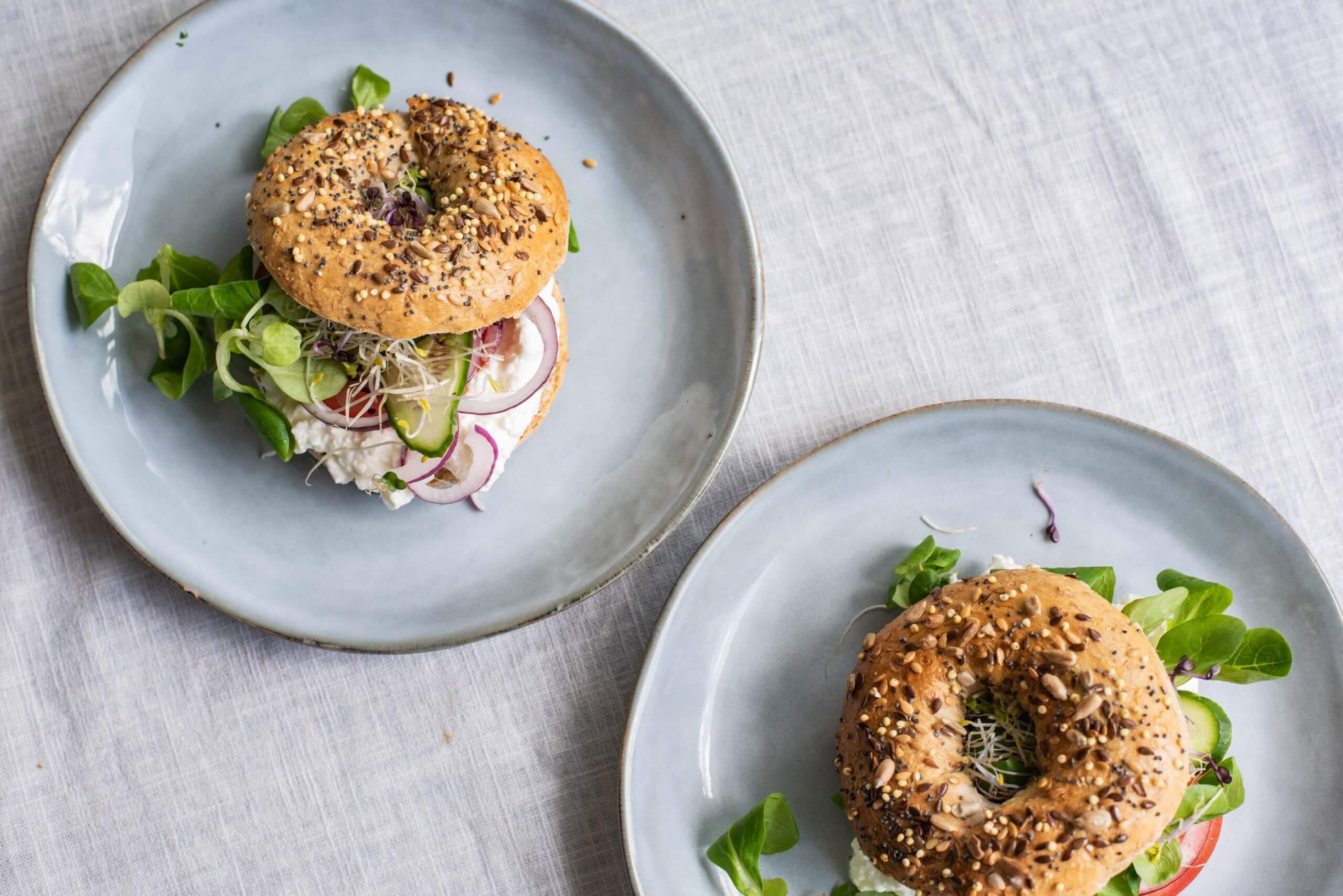 Vegetarische brunch-bagel