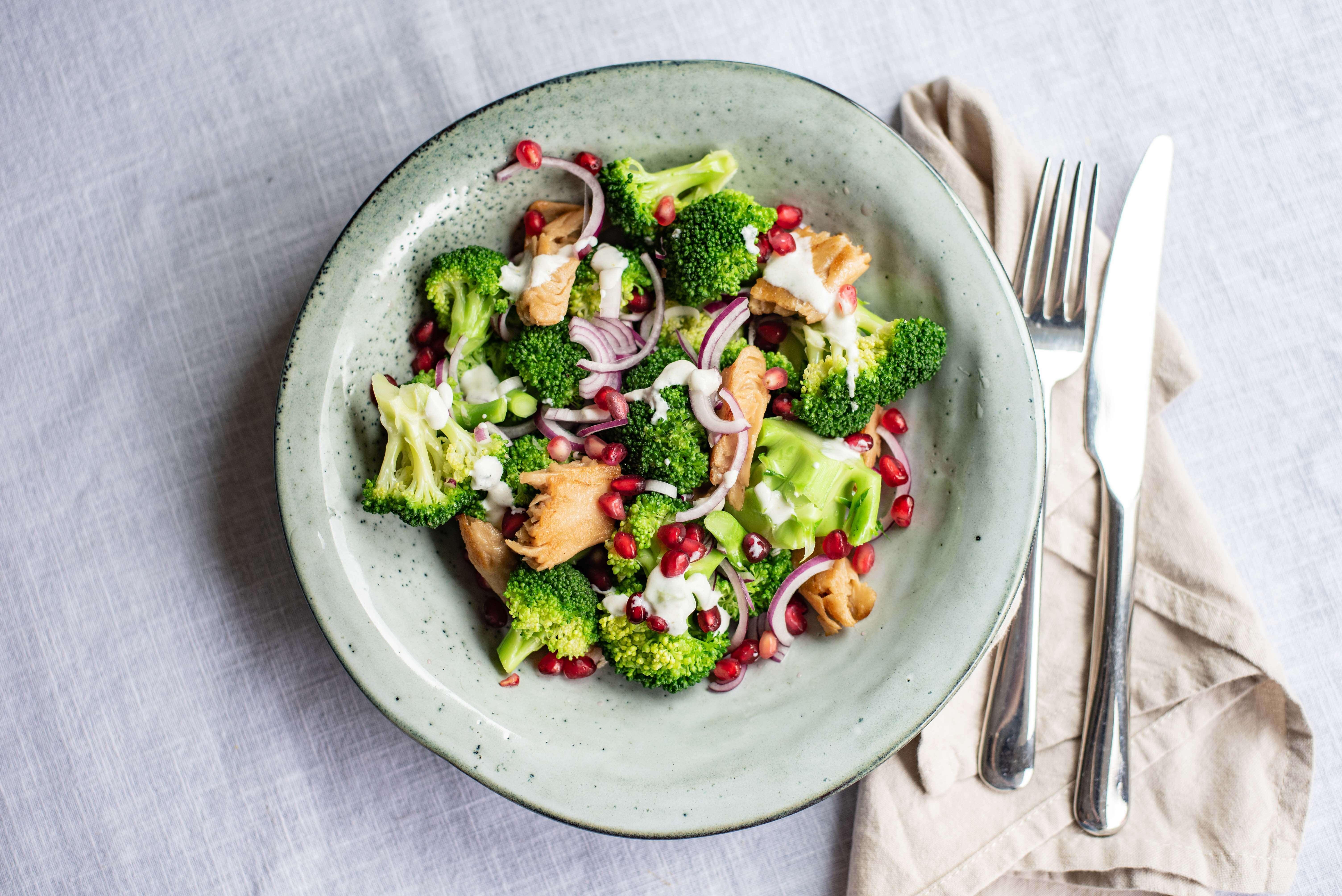 Broccolisalade met vegetarische Kipstuckjes