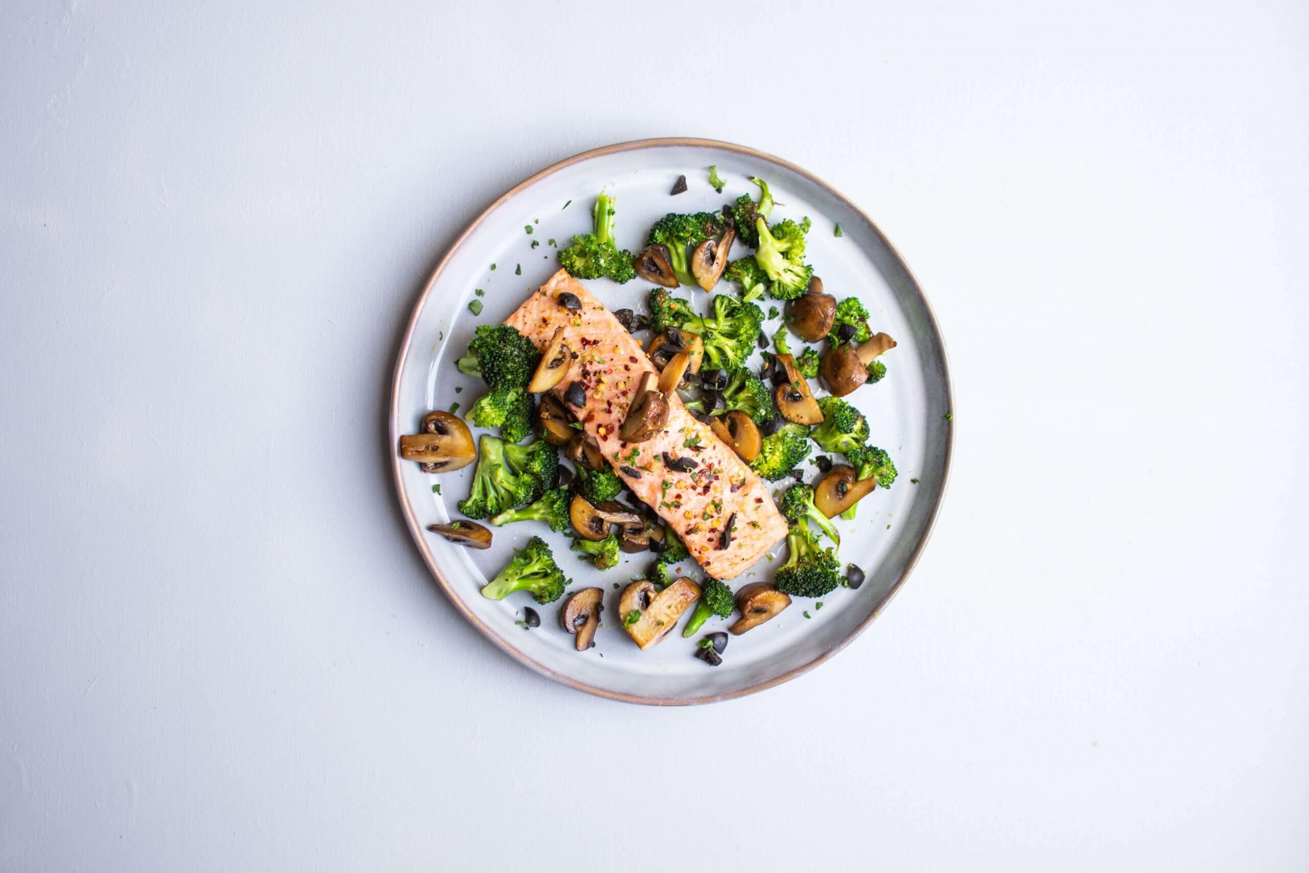 Siciliaanse zalm met broccoli en champignons