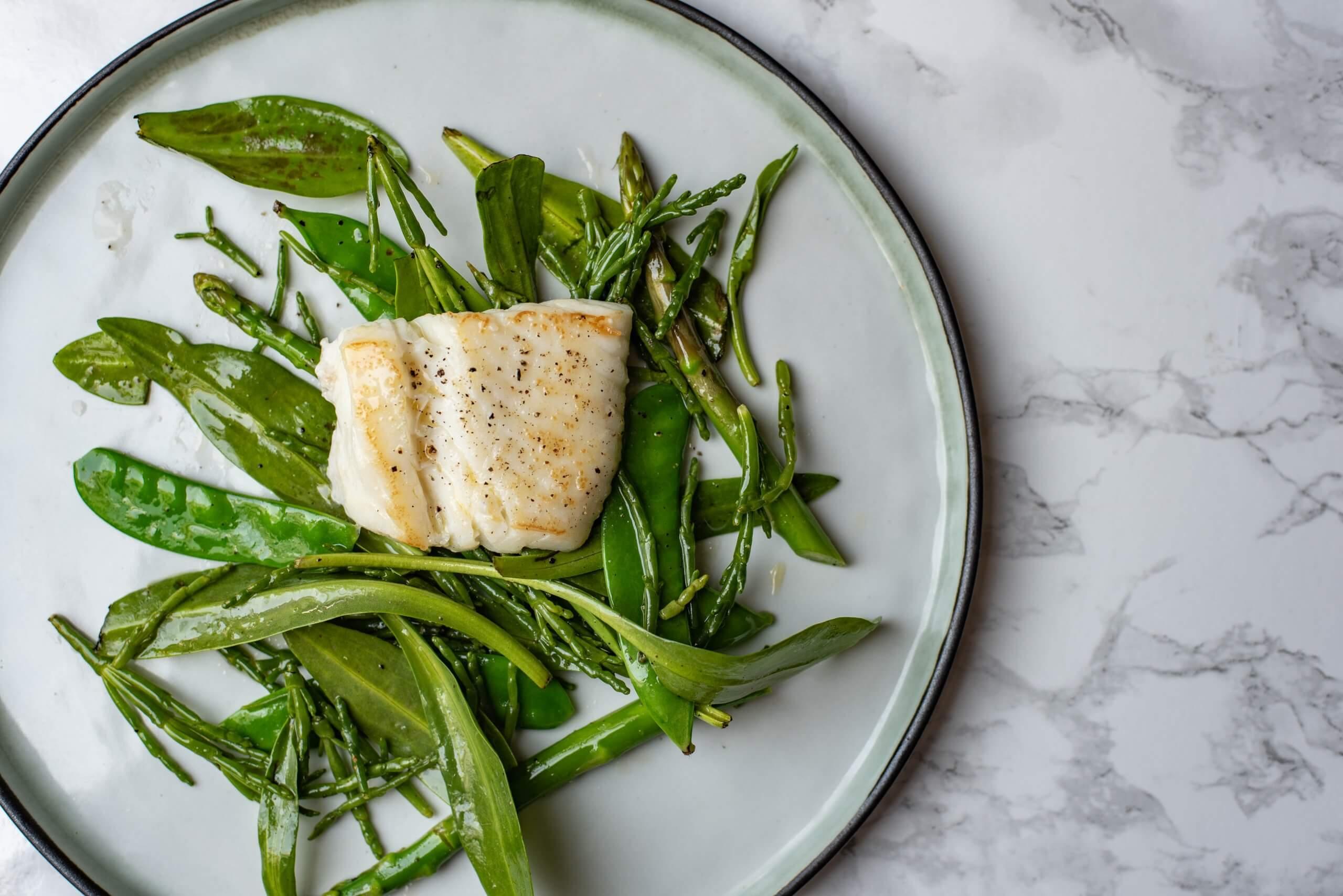 Heilbotfilet met zeekraaldressing en groene salade