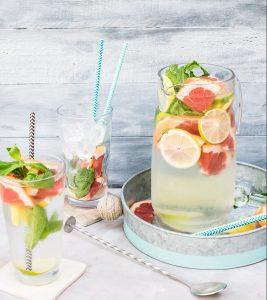 Vocht vasthouden bij warm weer: drink water met een smaakje