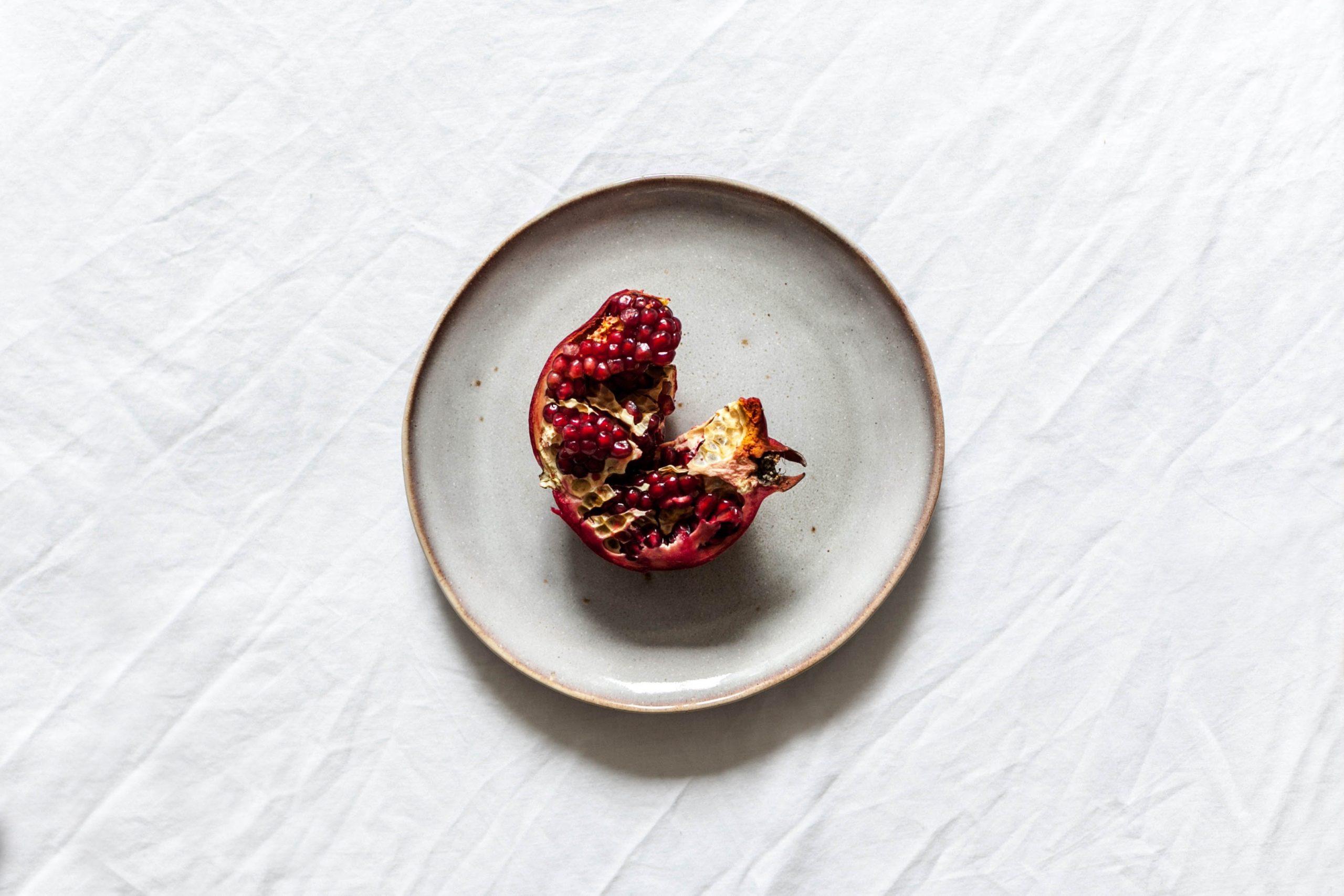 Foodhack: zo haal je de pitjes uit een granaatappel